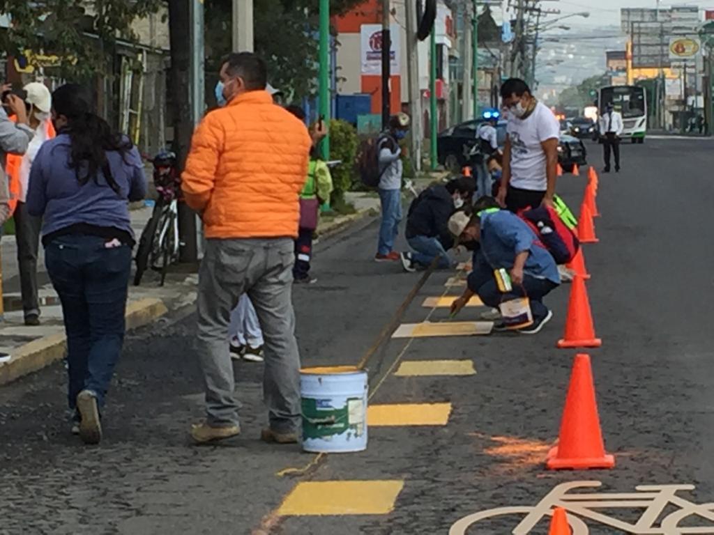 Organizaciones civiles se pintan ciclovía en Toluca - Jul 26, 2020