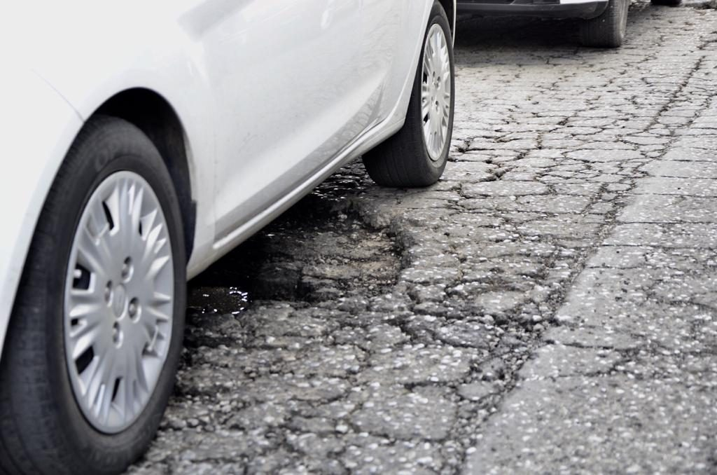 Fuertes lluvias provocan baches en Valle de Toluca - Ago 4, 2020