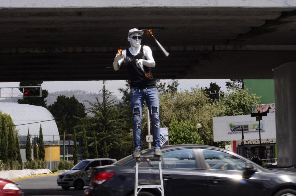 Artisas callejeros: la búsqueda del sustento en los cruceros de Toluca - Ago 11, 2020