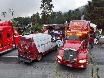 Sube a 15 el número de muertos por volcadura de autobús en la México - Toluca - Ago 11, 2020