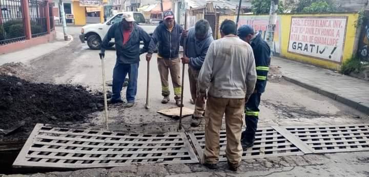 Fortalece el alumbrado público y limpian alcantarillas en Santiago Tianguistenco - Ago 11, 2020