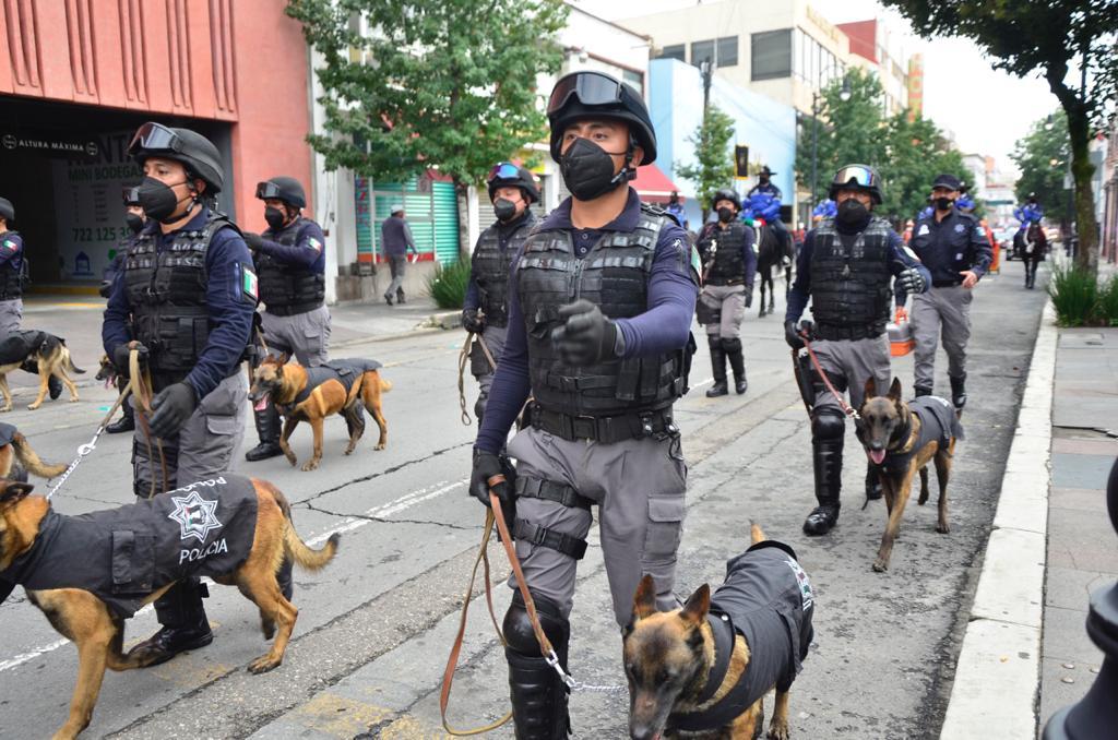 Desfilan Policías Municipales en diferentes puntos de Toluca - Sep 16, 2020