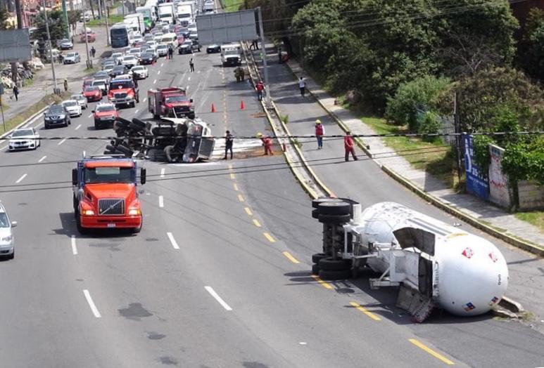 Evacuan habitantes en Lerma por volcadura de gas LP en la México-Toluca - Oct 11, 2020