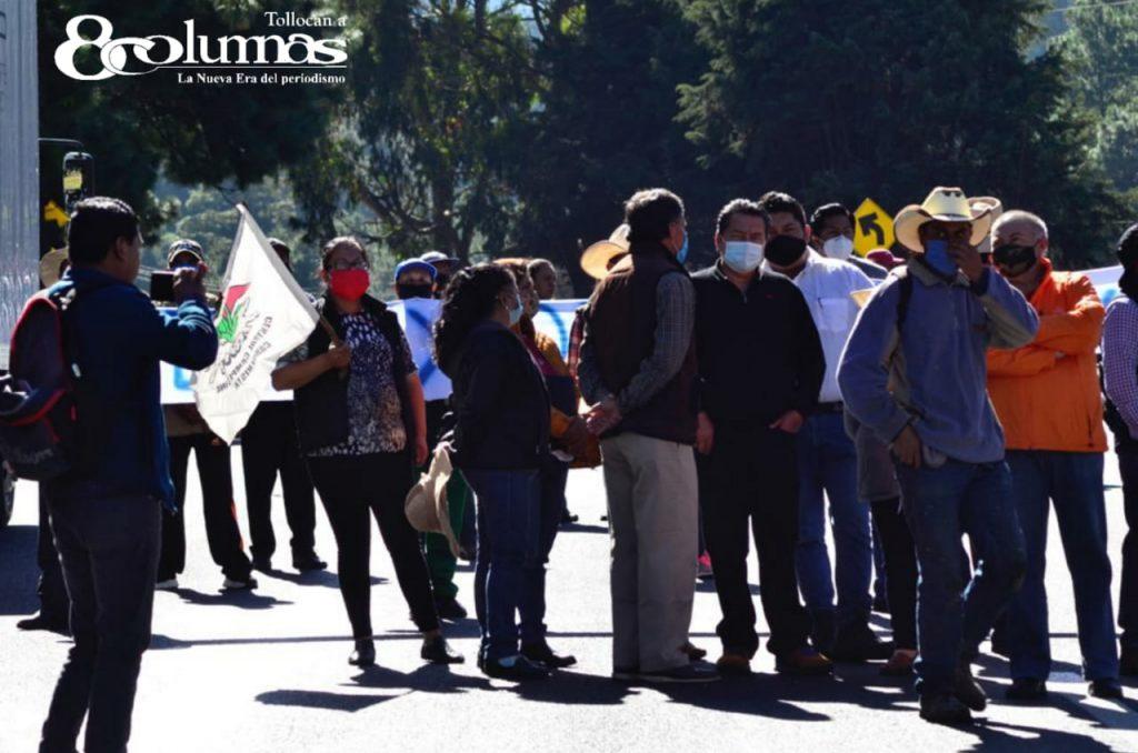 Habitantes de Ocoyoacac cierran dos carriles de la México-Toluca (FOTOS) - Oct 15, 2020