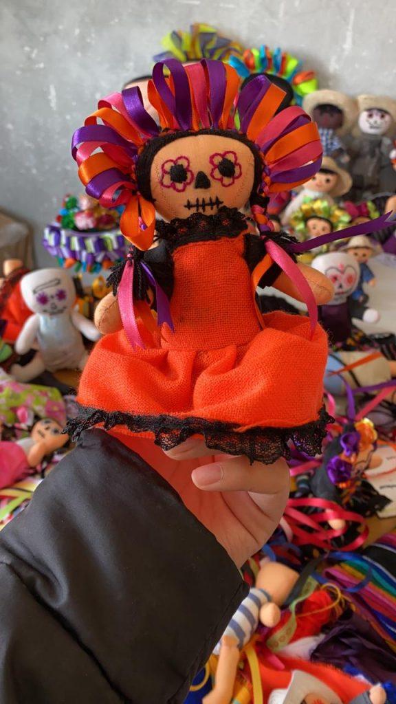 Crean muñeca Lele vestida de catrina para Día de Muertos - Oct 29, 2020