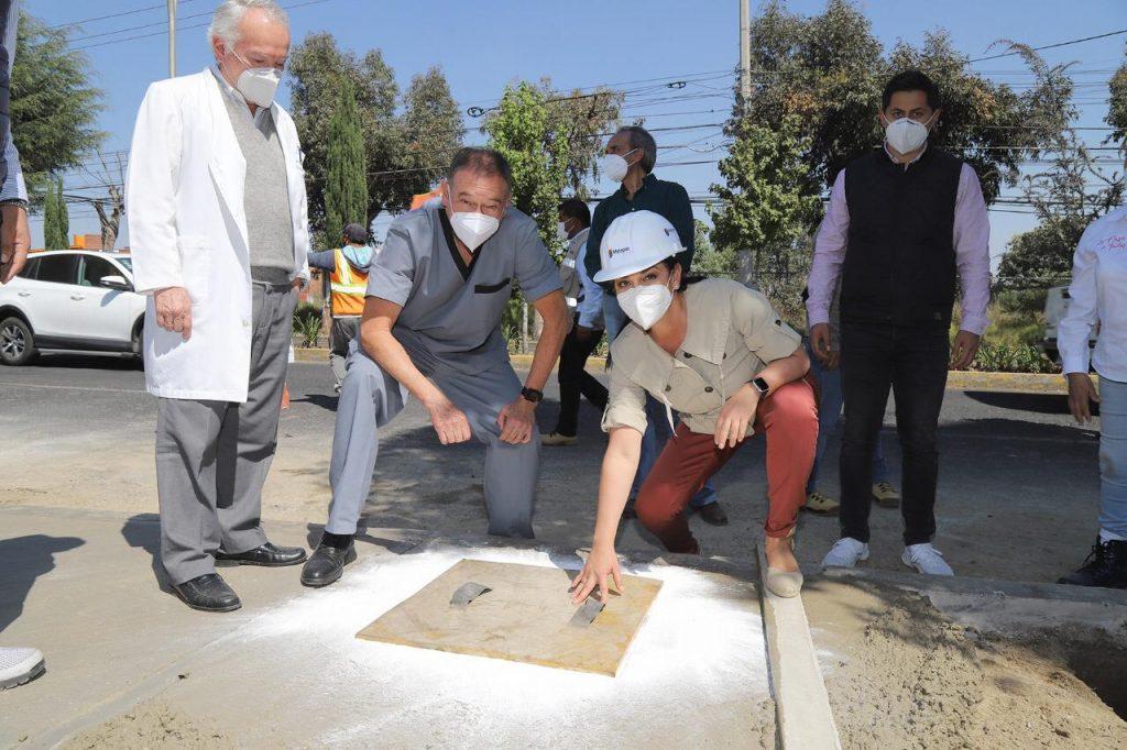 Rehabilitan Gobierno de Metepec banquetas en zona de Centro Médico - Nov 12, 2020