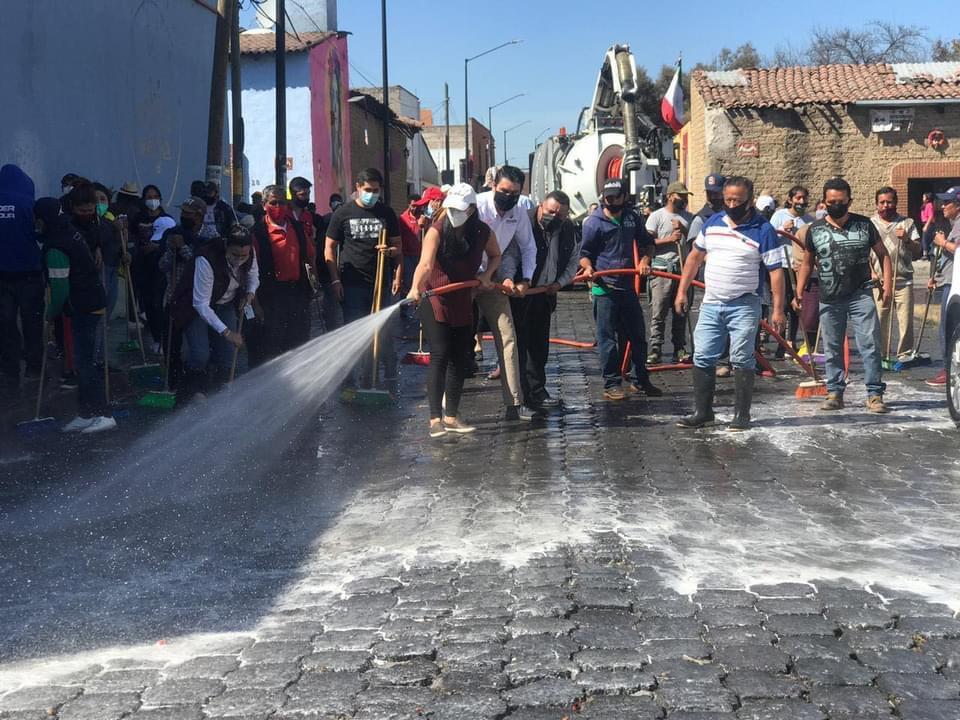 Realizan sanitización de espacios comerciantes de Metepec y alcaldesa Gaby Gamboa - Nov 11, 2020