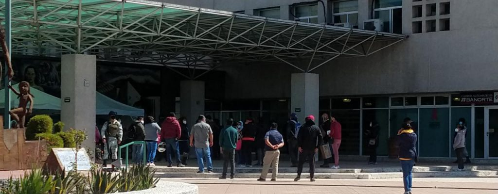 Se manifiestan a las afueras del Hospital Adolfo López, exigen hemodiálisis - Ene 28, 2021
