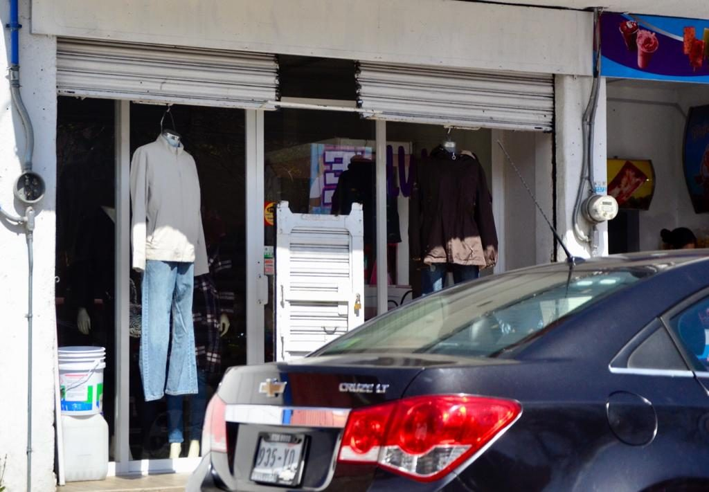 Denuncian vecinos apertura de negocios no esenciales en Toluca - Ene 29, 2021
