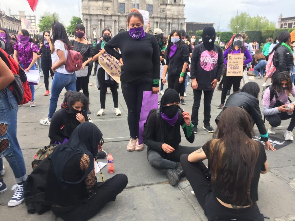 Colectivas feministas marchan en Toluca por el #8M - Mar 8, 2021