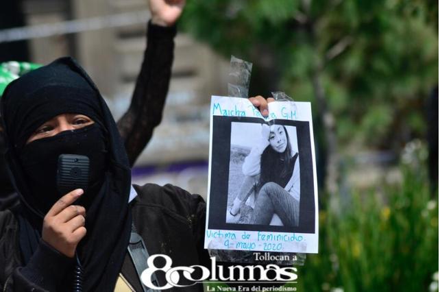 Con cruces y velas, recuerdan a víctimas de feminicidio en Toluca - Mar 31, 2021