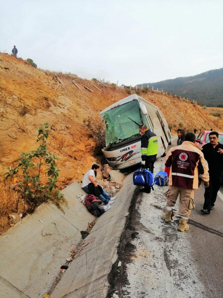 Volcadura de autobús deja 7 muertos en Acambay - Mar 29, 2021