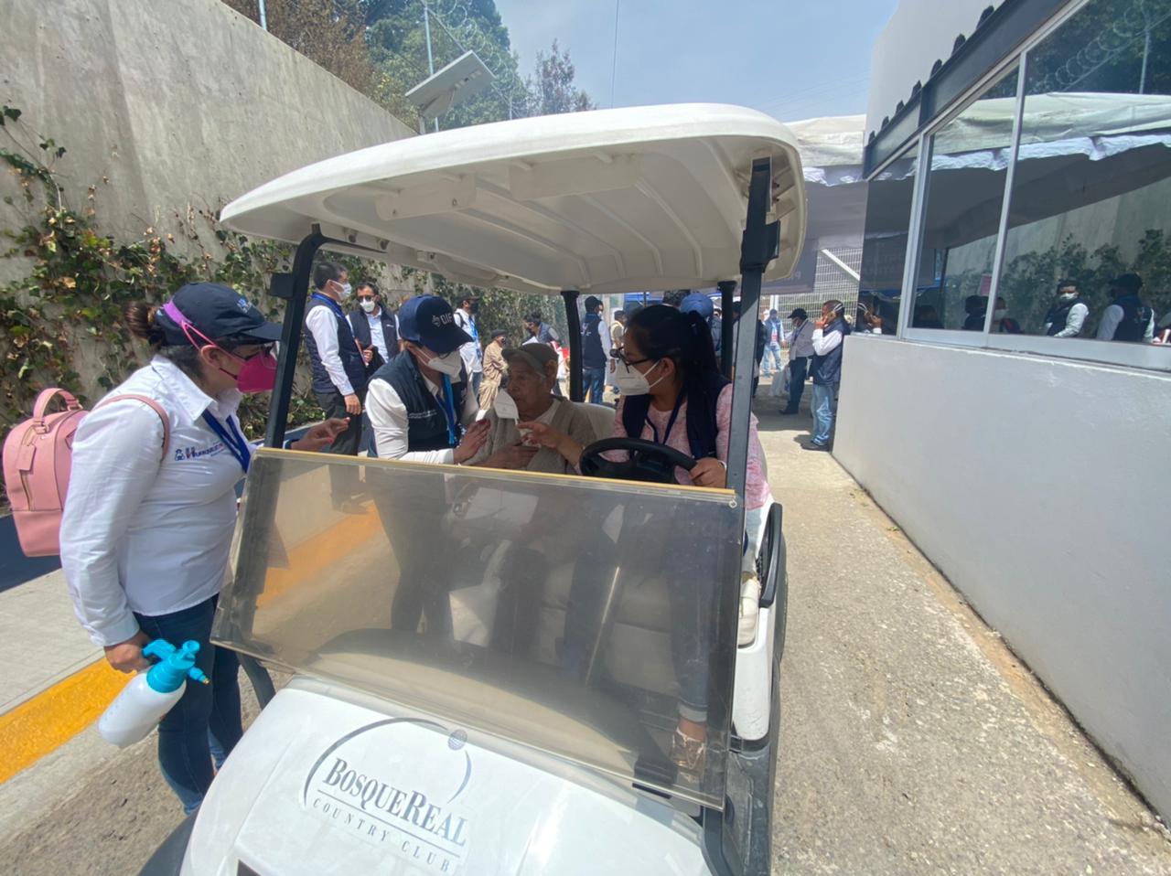 En transporte público trasladan a adultos mayores a vacunación en Huixquilucan - Mar 29, 2021
