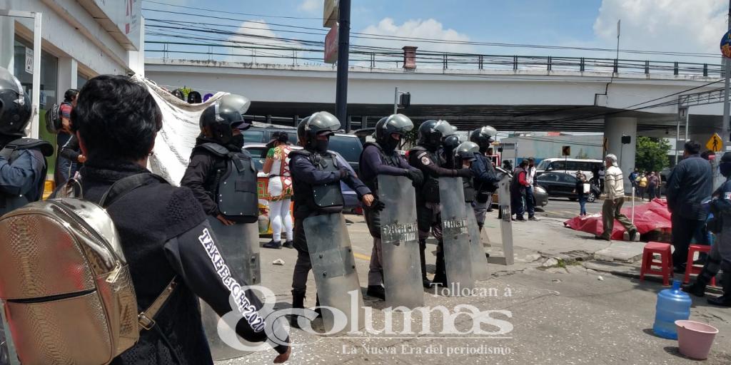 Ambulantes se adueñan de calles aledañas a la terminal de Toluca - Jul 16, 2021