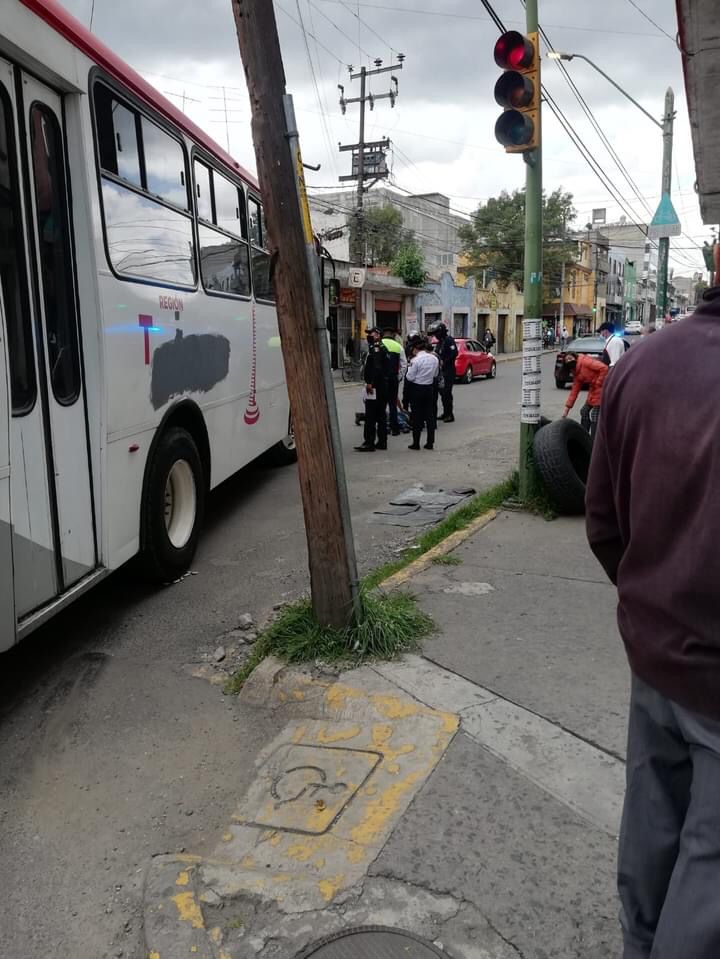 Otra de camiones en el centro de Toluca - Ago 26, 2021