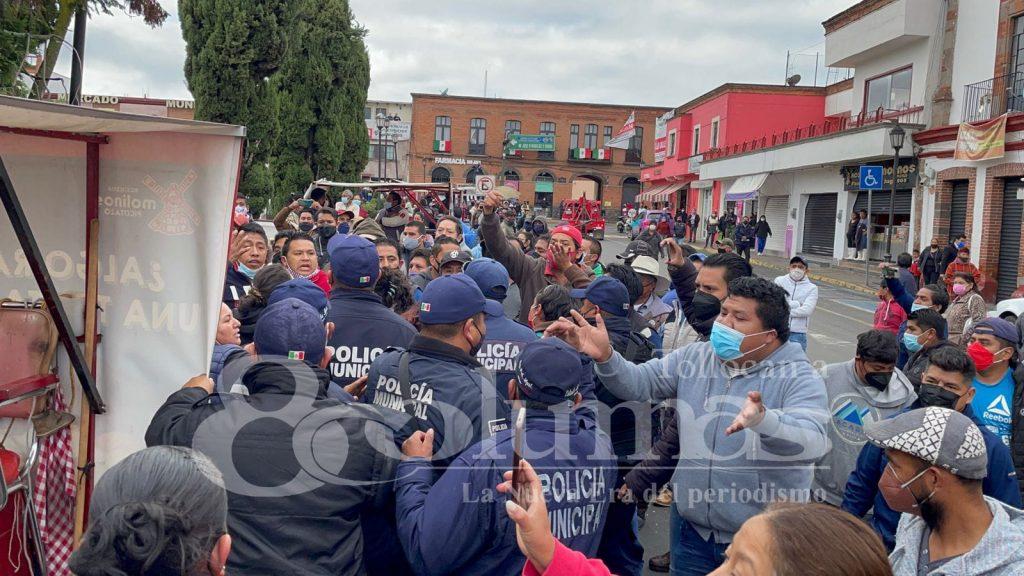 Comerciantes agreden a presidente municipal de Santiago Tianguistenco - Ago 31, 2021