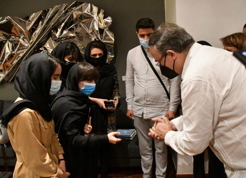 México brinda protección humanitaria a grupo de afganos en riesgo - Ago 25, 2021