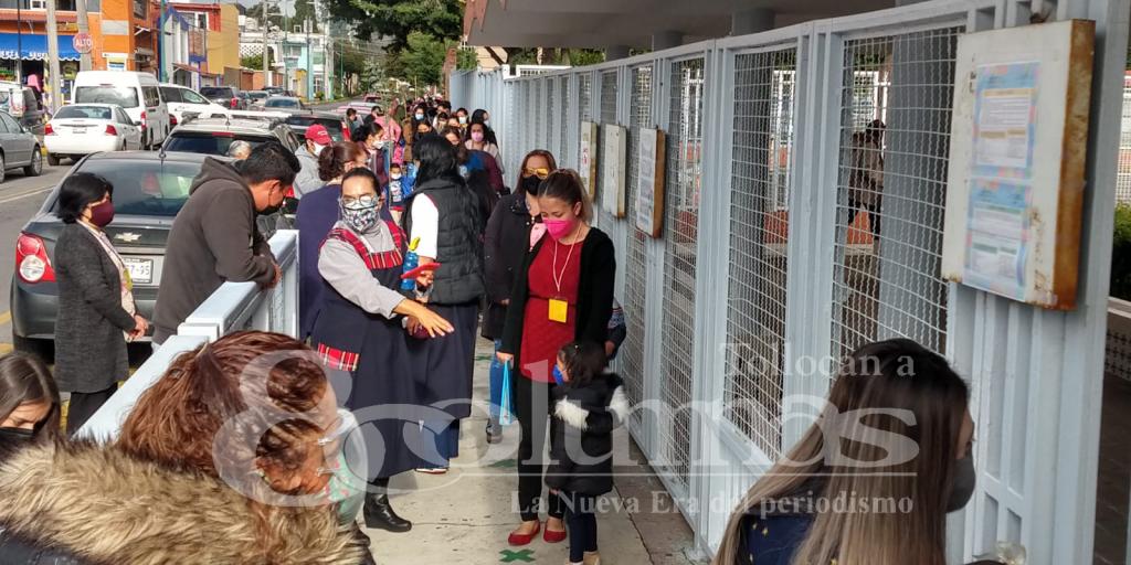 Regreso a clases en Toluca, entre ajetreo y tránsito, varios llegan tarde - Ago 30, 2021