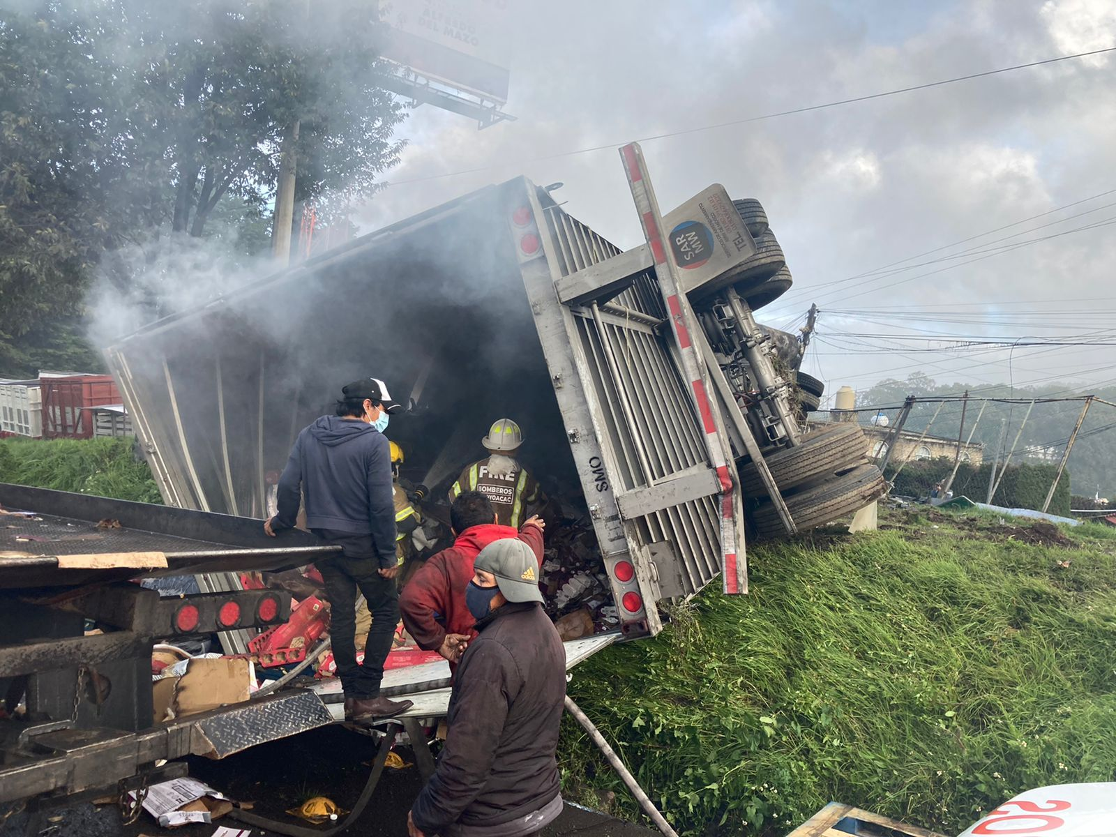 Arde tráiler en la México-Toluca; chofer a la fuga - Sep 18, 2021